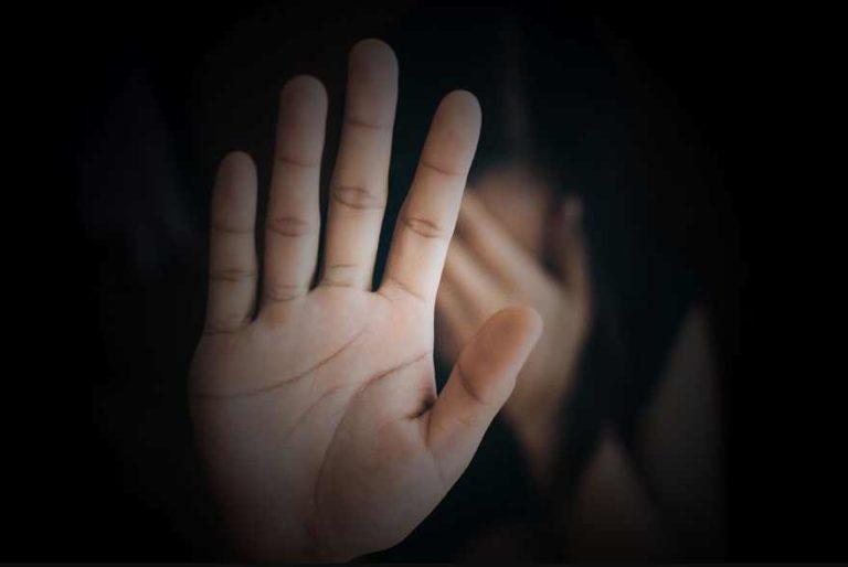 Muere niña de 8 años abusada por 16 hombres, algunos familiares; soñaba con ser policía
