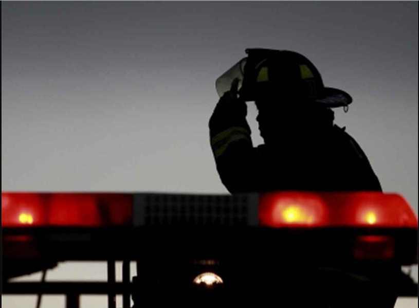 Bomberos rescatan a personas atrapadas en elevador en CDMX