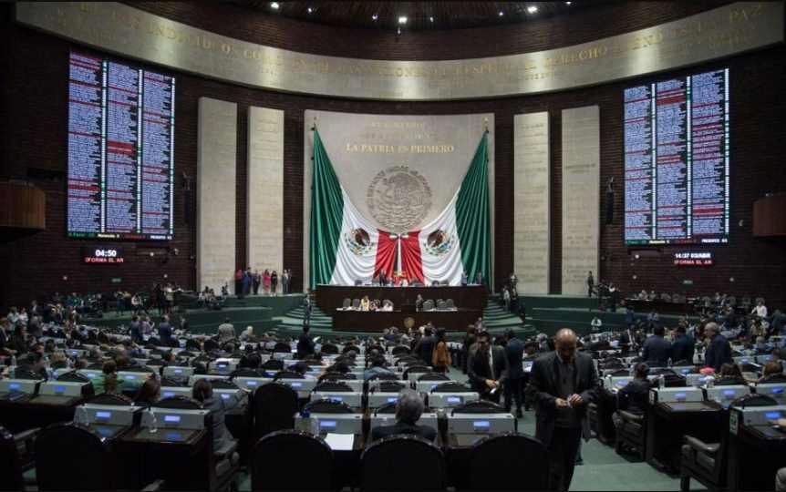Morena exige descontar salarios a diputados ausentes