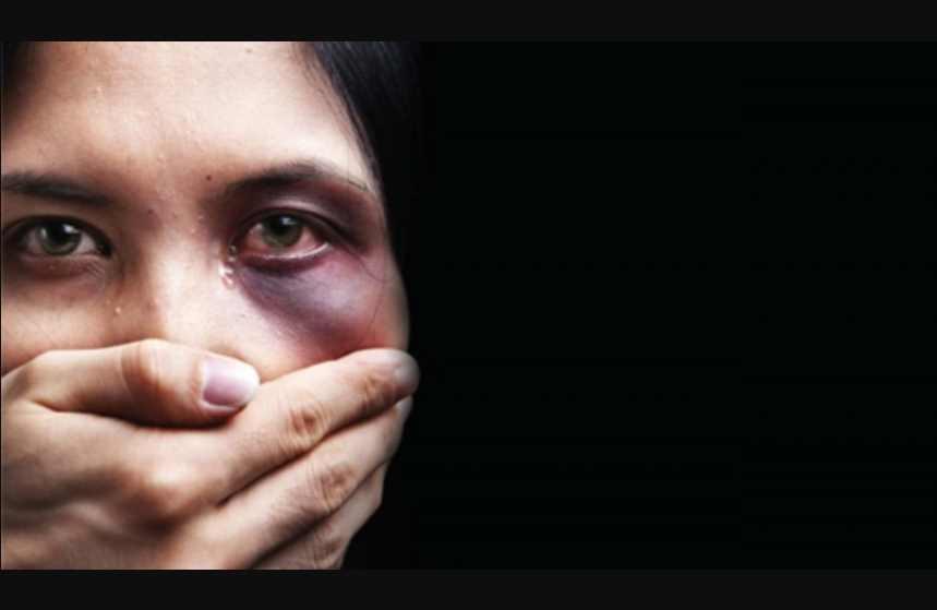 """Cineasta asegura que """"las mujeres deben llevar condones y cooperar con violadores"""""""