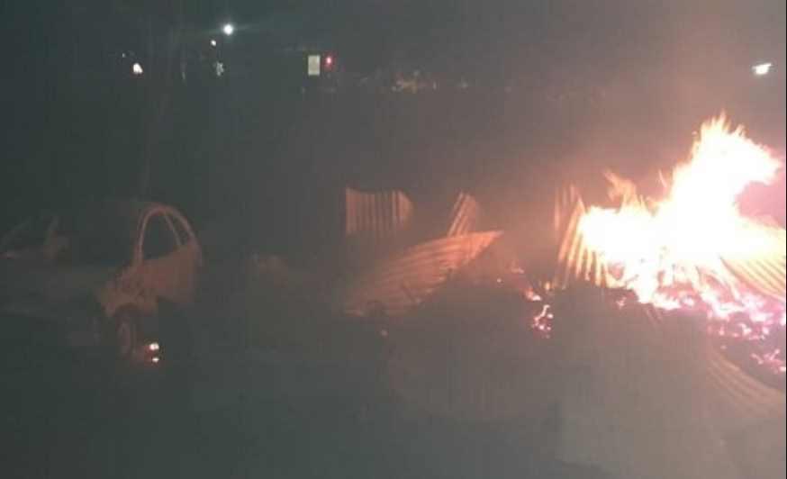 Comando armado incendia 22 viviendas en Las Pomas, Chihuahua