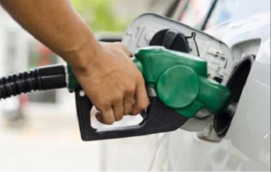 Profeco clausura gasolinera en León por dar litros incompletos