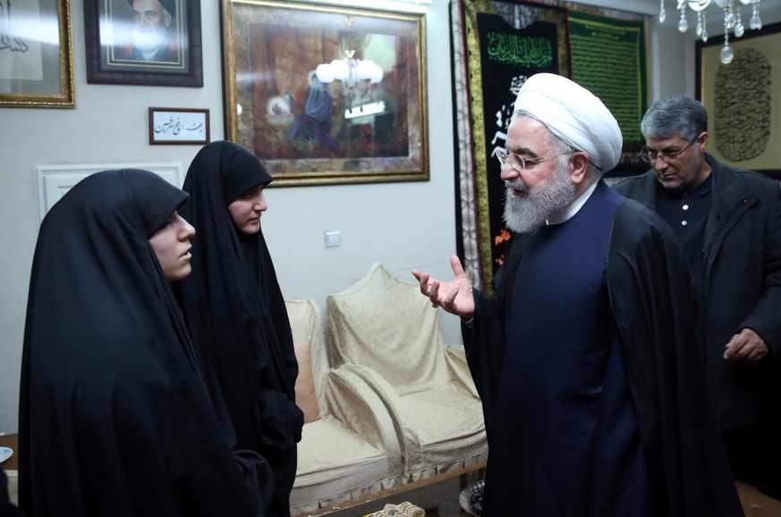 Hija de Soleimani pide vengar la muerte de su padre; todos nos vengaremos responde el presidente iraní (video)
