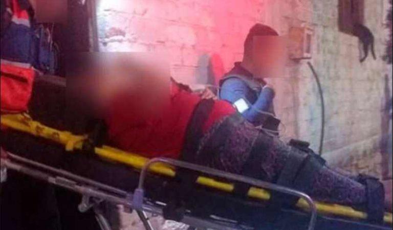 Mujer sufre lesiones graves al ser arrojada de un segundo piso por su esposo