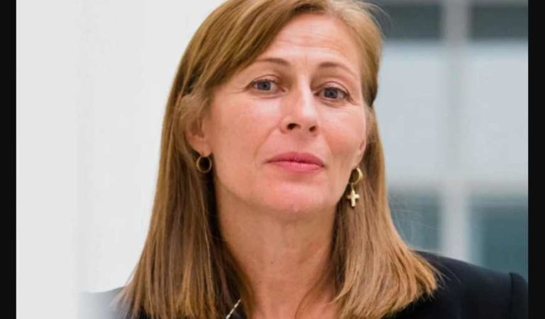 Si Calderón hubiera trabajado como ahora tuitea, otra luna cantaría: Tatiana Clouthier