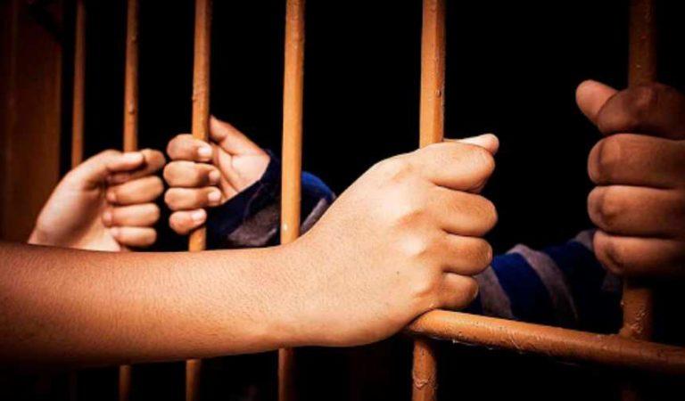 ¡Amor tras las rejas! Tras visitar a familiares, mujeres se enamoran de reclusos
