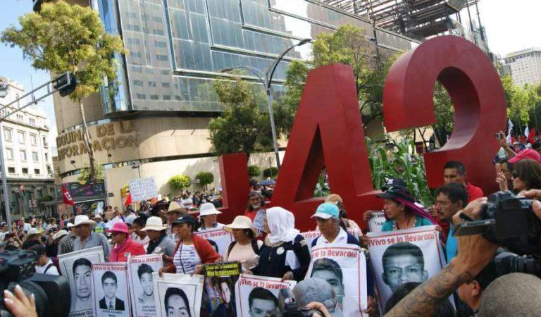 Hay ordenes de aprehensión contra servidores públicos por caso Ayotzinapa, no quedará en el olvido: AMLO