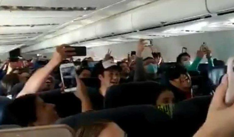 Cantando 'Cielito Lindo' regresan 405 mexicanos de Perú, varados por coronavirus | VIDEO