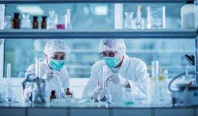 Médicos de EU aseguran que el coronavirus se podría estar debilitando