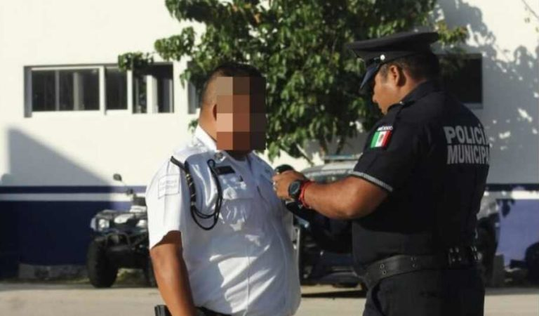 Despojan de sus insignias, gorra y grados a policía por corrupción