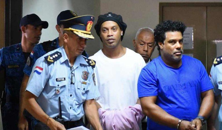 Tras pagar fianza de 1.6 millones de dólares, Ronaldinho sale de prisión