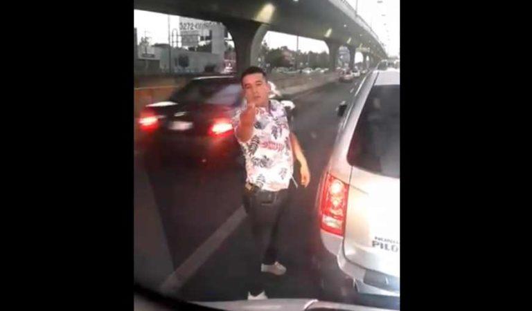 Lady billetes: cierra paso a ambulancia y enfrenta a conductor | VIDEO