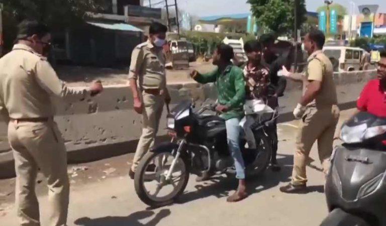 Medidas drásticas por COVID-19; policías castigan a palazos a los que no obedecen | VIDEO
