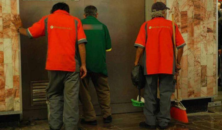 Metro: adultos mayores que trabajan en limpieza se van a casa con goce de sueldo
