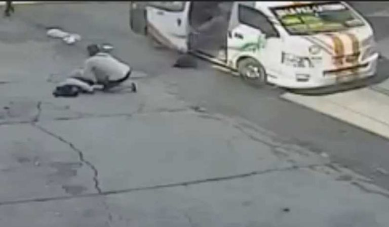 Pasajeros se lanzan de combi en movimiento para evitar asalto (video)