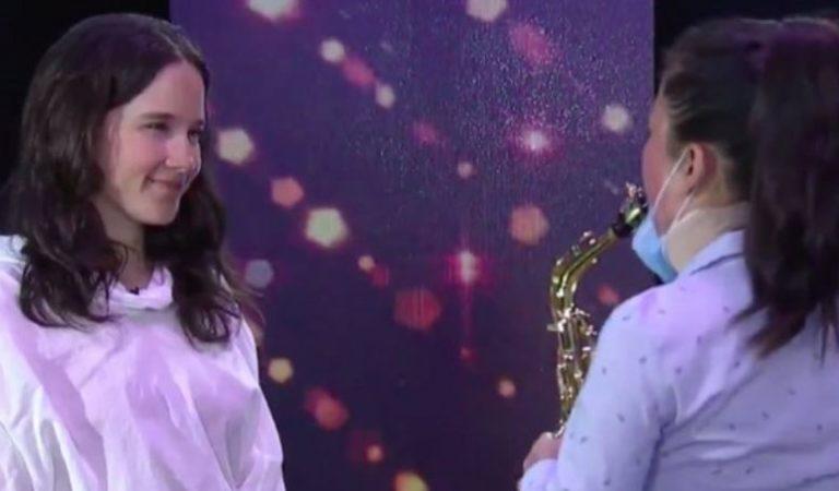 María Elena Ríos, saxofonista atacada con ácido acompaña a Ximena Sariñana