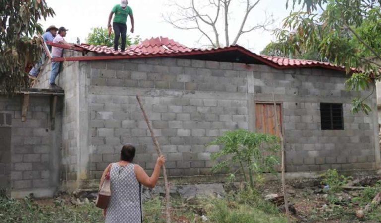 Fuertes lluvias y vientos dañan casas en Oaxaca