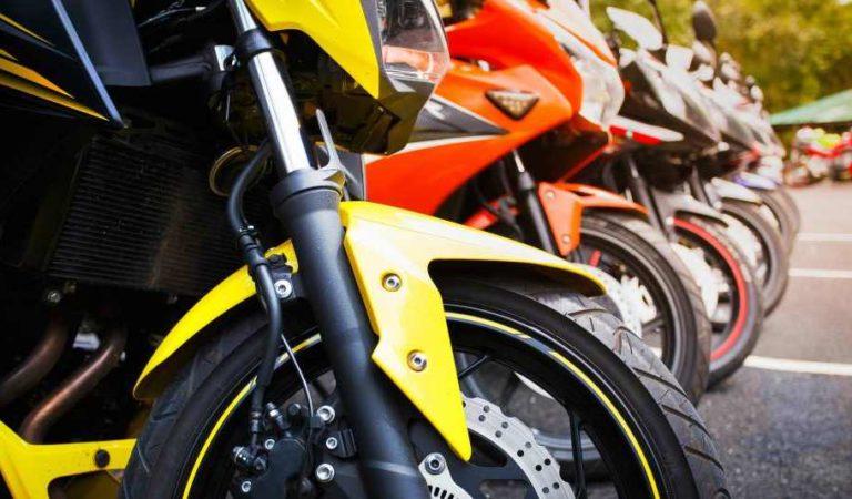 Hombres armados se hacen pasar por clientes y 'saquean' tienda para motociclistas en Edomex