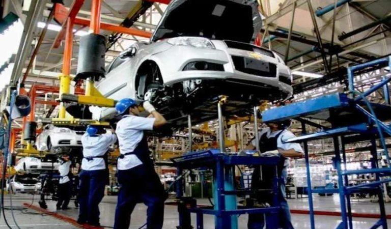 Industria automotriz planea reapertura de plantas en mayo