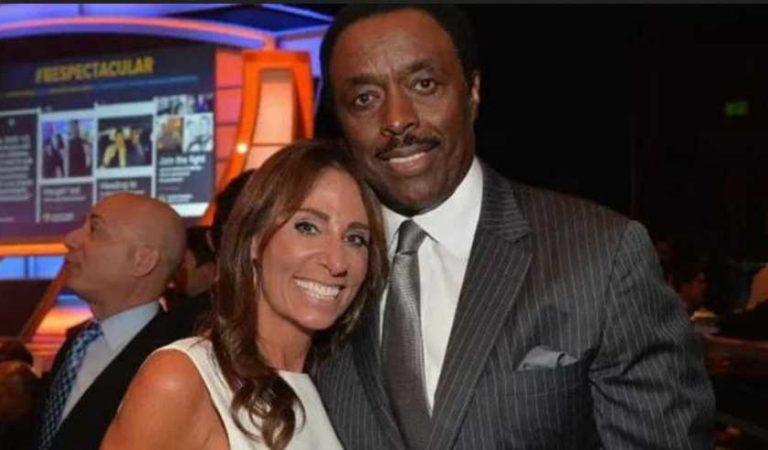 Exjugador de la NFL lame rostro de su esposa para contagiarla de Covid-19; trató de asfixiarla con un palo de golf