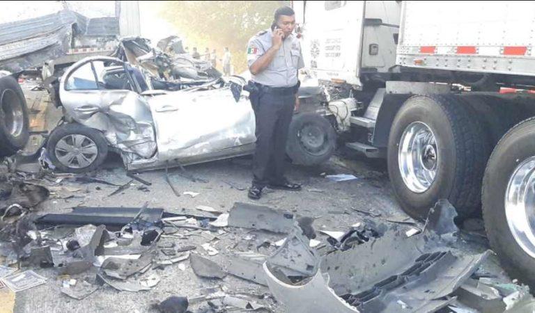 Muertos y saqueo tras fuerte carambola vehicular en carretera Cárdenas-Coatzacoalcos