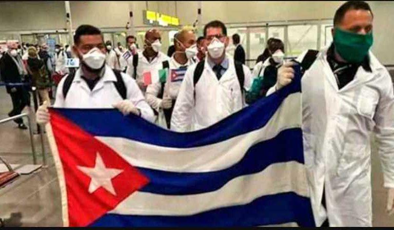 Médicos cubanos arriban a México para ayudar en la lucha vs el Covid-19