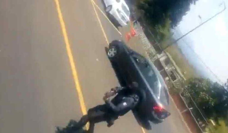 Policías disparan vs autobús de normalistas por evadir reten (video)