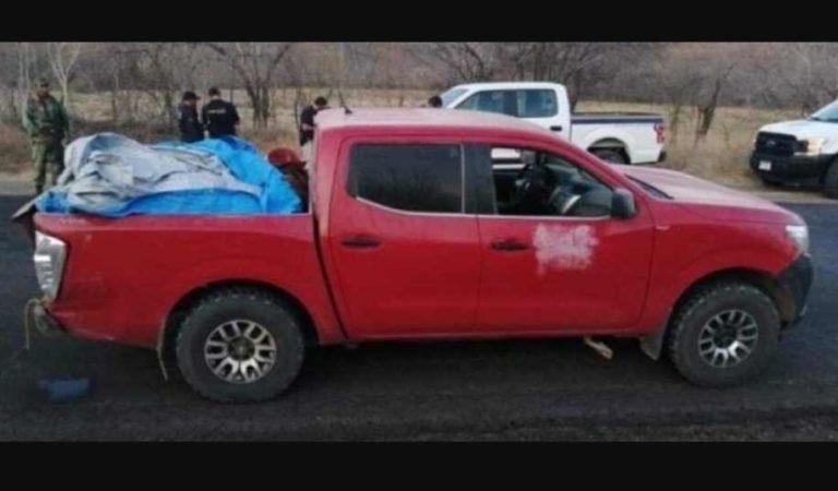 Encuentran camioneta con 12 cadáveres en Michoacán
