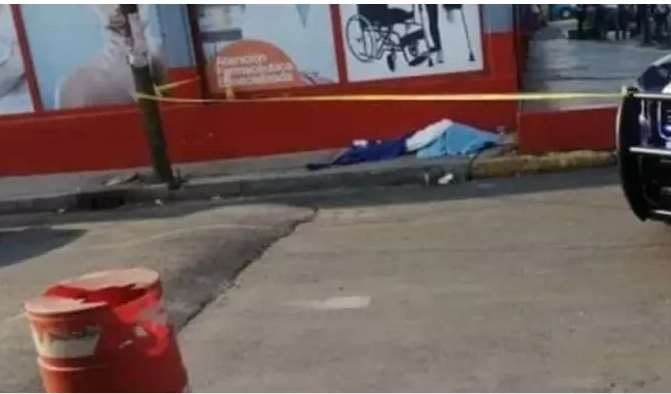 Niño muere en la calle, madre recorrió varios centros de salud, nadie quiso atenderlo