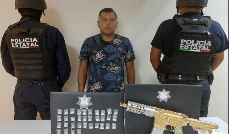 """Cae con rifle bañado en oro, líder de """"Las Bigotonas"""" en Tehuacán"""