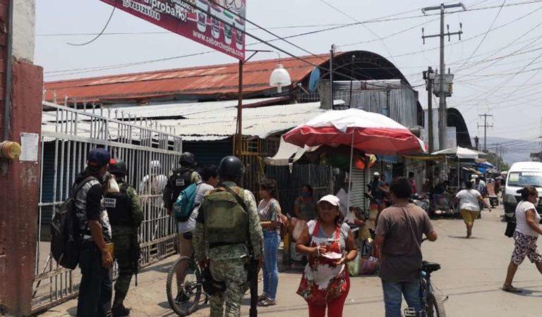 Agreden a trabajadores de salud que pretendían sanitizar mercado en Iguala