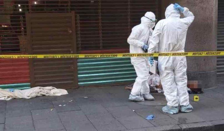 Hallan muerto a persona en situación de calle afuera de Palacio Nacional
