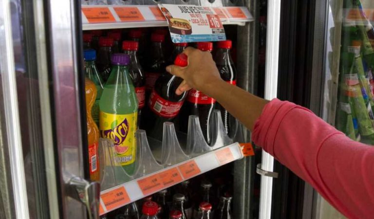 Medio internacional urge a México reducir el consumo de refrescos; provocan cáncer, obesidad y diabetes