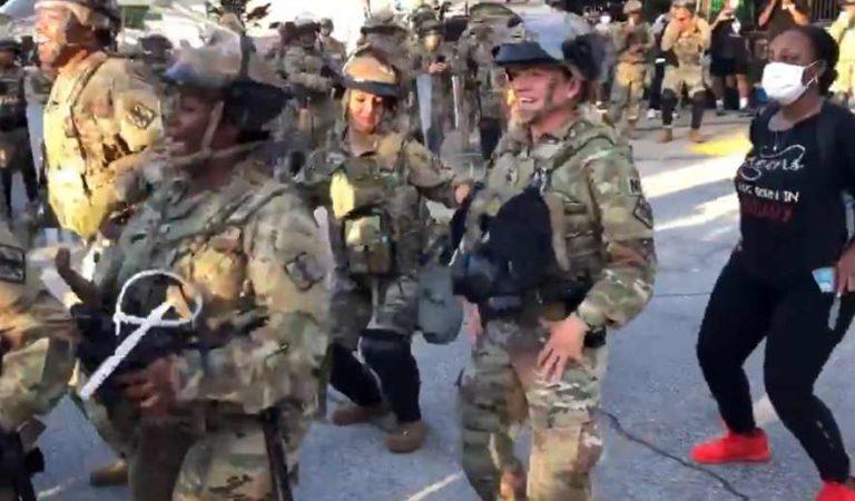 Guardia Nacional baila 'La Macarena' antes de toque de queda en Atlanta; se viralizan | VIDEO