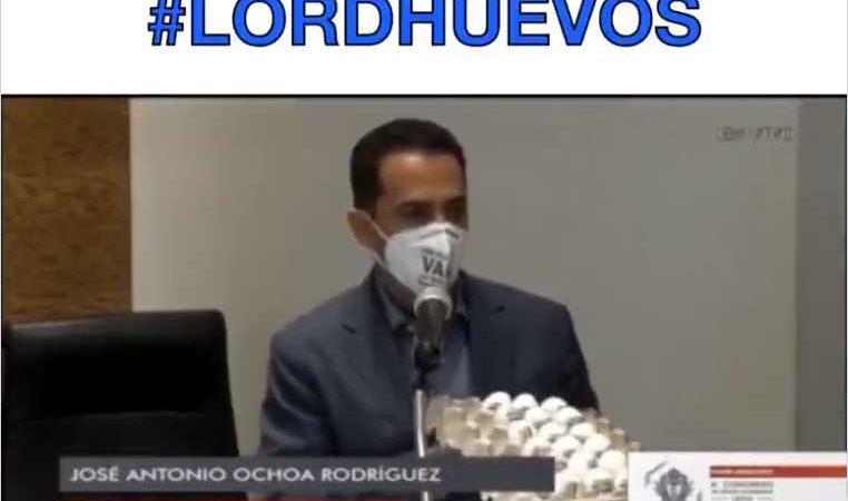 Llaman #LordHuevos a diputado del PAN, por llevar cono de huevos a sesión del Congreso de Durango | VIDEO
