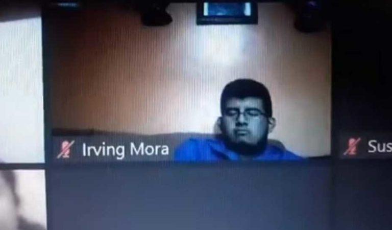 Profesor se burla de estudiante y lo compara con un diputado por quedarse dormido durante clase en línea (video)