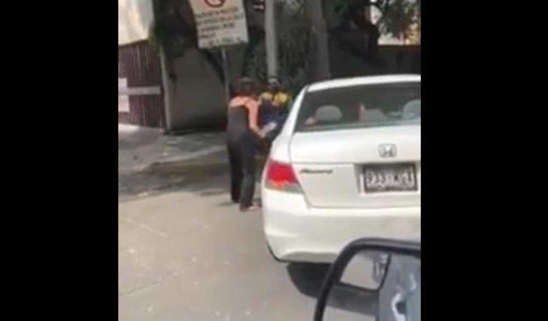 Mujer agrede a policía con chancla en CDMX  #LadyChancla
