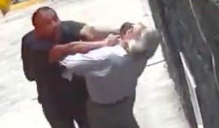 #LordBanqueta: sujeto empuja a mujer y anciano; oposición culpa a AMLO | VIDEO