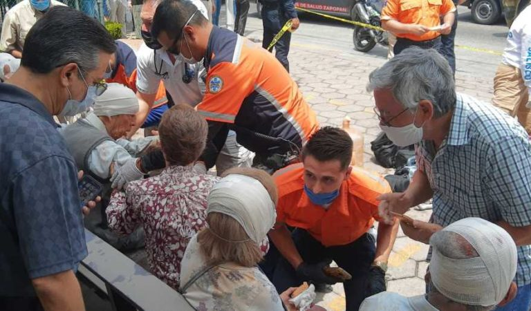 Se desploma techo de iglesia en Zapopan; hay 11 abuelitos heridos | Imágenes fuertes