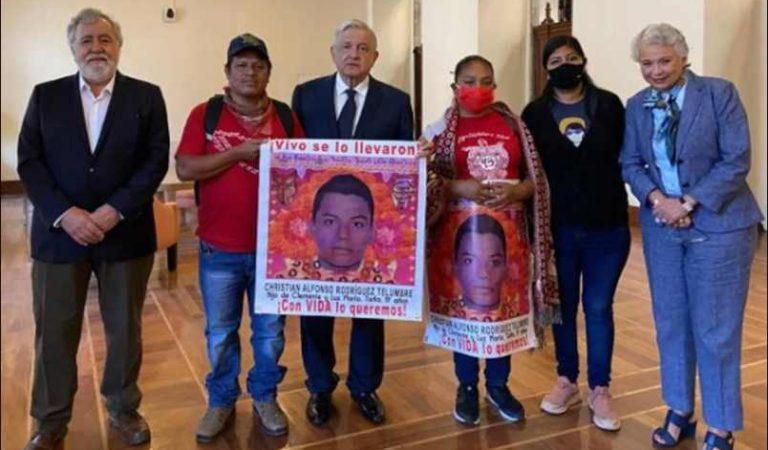 Ayotzinapa máxima prioridad del gobierno: AMLO a padres de los 43 normalistas