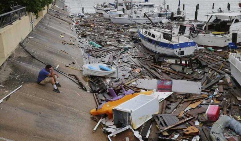 Camiones de carga volcados, cables de electricidad cortados y casas sin techo: así arrasa 'Hanna' con la costa sur de Texas