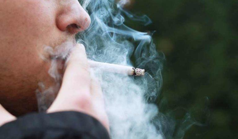 Fumadores infectados con COVID-19 son potencialmente contaminantes