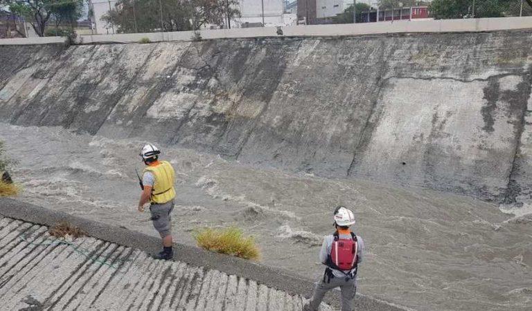 Protección Civil busca a menor arrastrado por la corriente de un arroyo en Monterrey