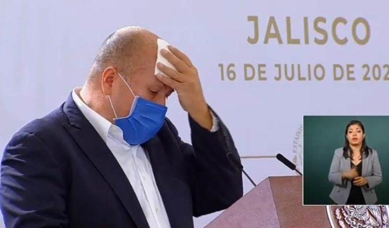 Enrique Alfaro se va de vacaciones por un año de 'trabajo', lo tunden en redes