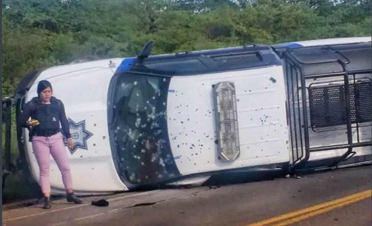 5 policías mueren baleados en Guanajuato; patrulla terminó volcada