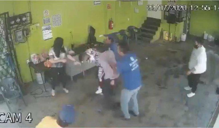 Ladrón asalta en puesto de quesadillas y lo tunden ' hasta para llevar' | VIDEO