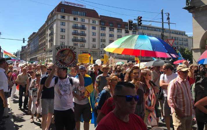 Alemanes no creen en el covid-19; realizan manifestación para regresar a normalidad