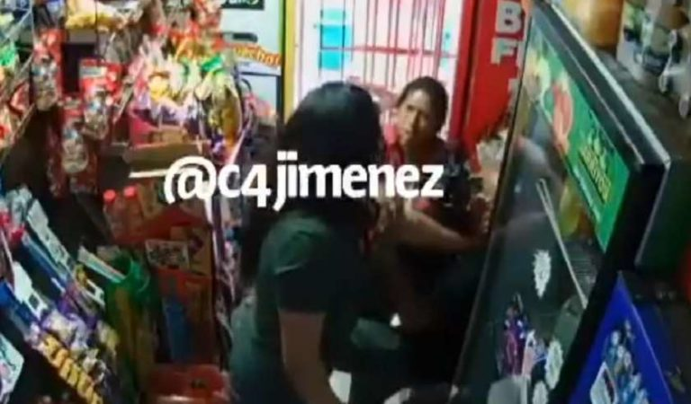 Pareja roba en tienda y reciben golpiza del dueño (VIDEO)