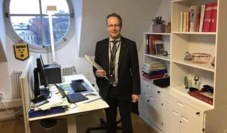 Diputados en Suecia no tienen asesores, camionetas, secretarias y viven en pequeños departamentos
