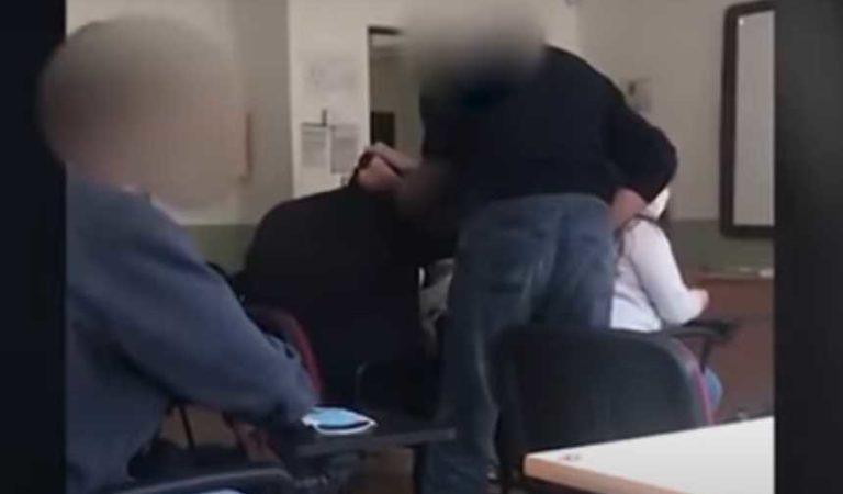 Maestro de escuela religiosa sacude y golpea a alumno por preguntar si podía quitarse el cubrebocas   VIDEO